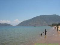 Malawi_2006-11-12_10.24.59_(IMG_0202)_kinderen_op_het_strand.jpg