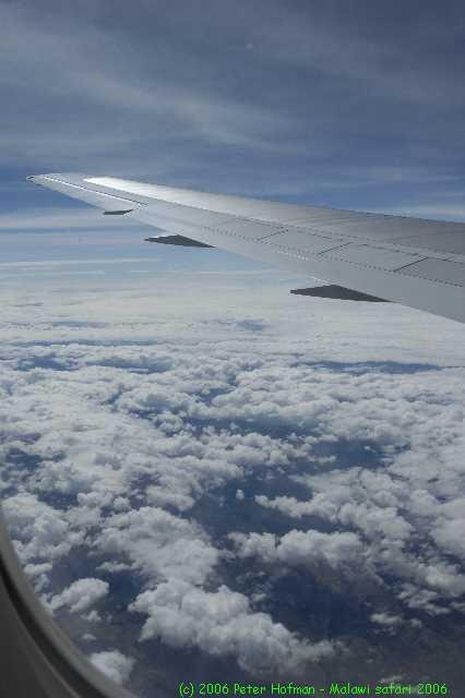 Malawi_2006-11-02_07.35.29_(_DSC5504)_uitzicht_uit_het_vliegtuig.jpg