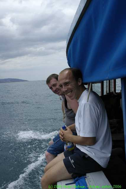 Malawi_2006-11-08_11.22.51_(_DSC6139)_Onderweg_naar_Minos_rif_Mike_Bart.jpg