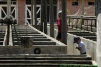 Malawi_2006-11-03_09.46.30_(_DSC5681)_Colin_bij_de_voorraadbakken.jpg