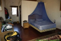 Malawi_2006-11-10_15.43.19_(_DSC6282)_Hutje_in_Red_Zebra_Lodge.jpg